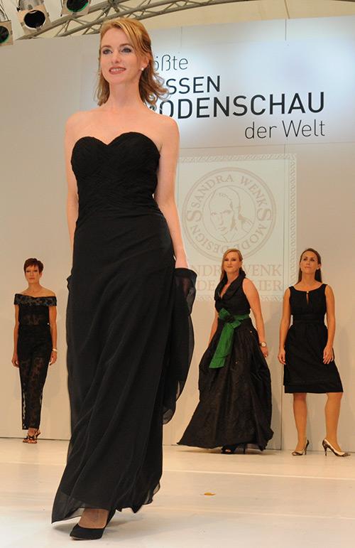 Cocktailkleid im Repertoire der Abendmode von Frau Wenk aus Krefeld